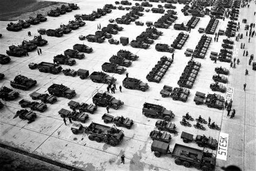 1. 1960 Verkbat; Stafesk, drie Verkesks met Jeeps, half tracks chaffee tanks en verz esk