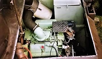 103 Verkbat Motorrruimte M113 met opstapje Soms misstap op de breekbare leidingen