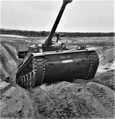 18. 1968 Bernhardkazerne Vlasakkers Terreinrijden AMX. Inz. Gait Oet Hengel
