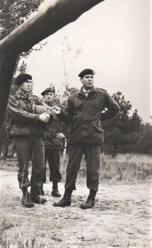1972 A-Esk 103 Verkbat; Cursus Pantserstorm' met BC Lkol Hoondert. Fotoboek Ritm R Meeder. (4)
