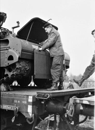 1966-1967 A-Esk 103 Verkbat; Trein laden of ontladen. Uit het fotoarchief van Jan Stoffels  (2)