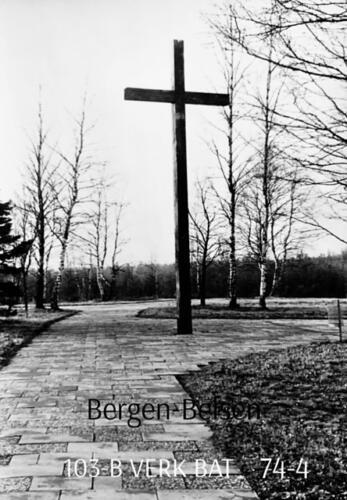 1974-1975 B-Esk li 103 Verkbat; Bezoek aan Bergen-Belsen. Inzender Frans Homminga  (1)