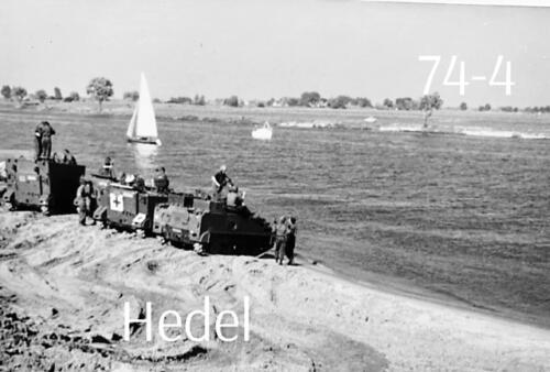 1974-1975 B-Esk li 74-4 103 Verkbat; Amfibische oef in Hedel Inz Frans Homminga  (5)