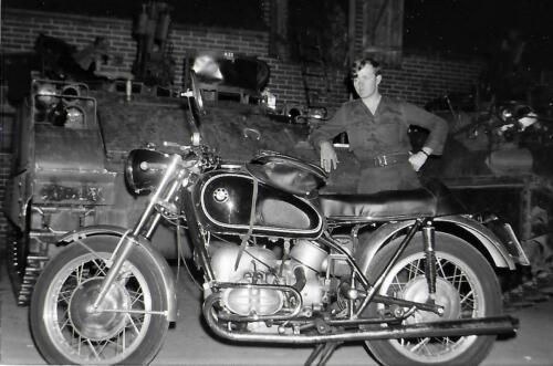 1971 A-Esk 103 Verkbat li 70-3; Oefening Wieltrack. C&R parkeren in boerenschuur, alles kon! Inz. Bill Nijhuis