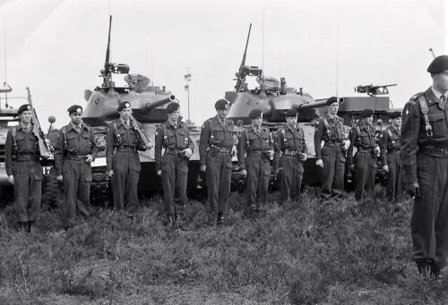 1961 C Esk 102 Verkbat Parade met Chaffees en Half tracks. Beediging kornet Dorhout Mees. Inz. W kunst 1