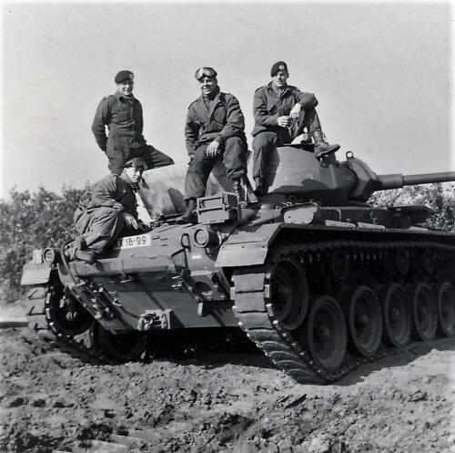 1961 SSV Esk 103 Verkbat 15. Op de Chaffee tank. Inzender W Kunst 2