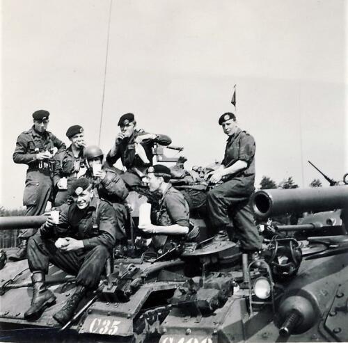 1961 SSV Esk 103 Verkbat 15. Op de Chaffee tank. Inzender W Kunst 4