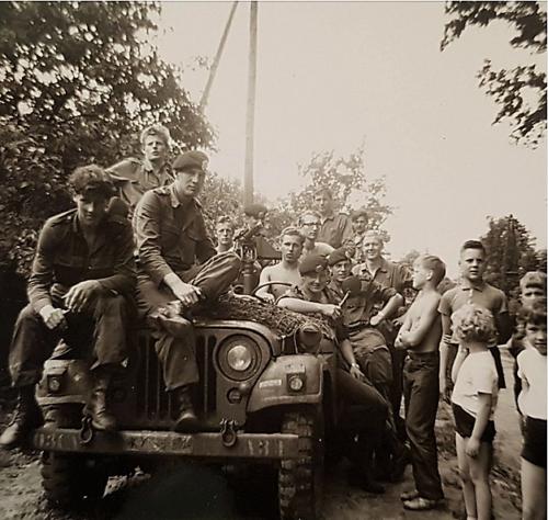 1963 06 A Esk 103 Verkbat Op verkenning met de NEKAF jeep