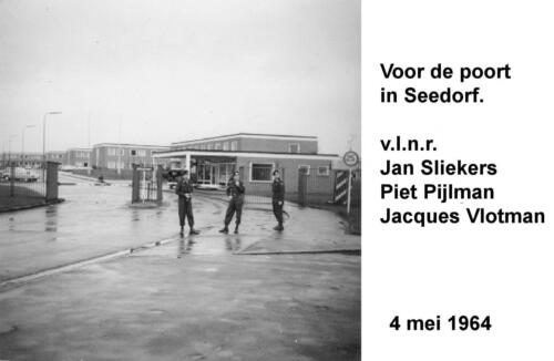 1964 05 04 Bij poort Noord legerplaats Seedorf