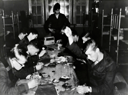 1966 10 B esk 103 Verkbat li 66 5 Opleiding Willem III Amersfoort Wapenonderhoud Inz. Harrij C. Cannoo