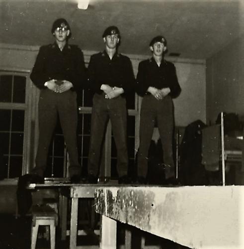 1966 10 B esk 103 Verkbat li 66 5 Opleiding Willem III Amersfoort. Stoertjes gereed voor Seedorf Inz. Harrij Cannoo