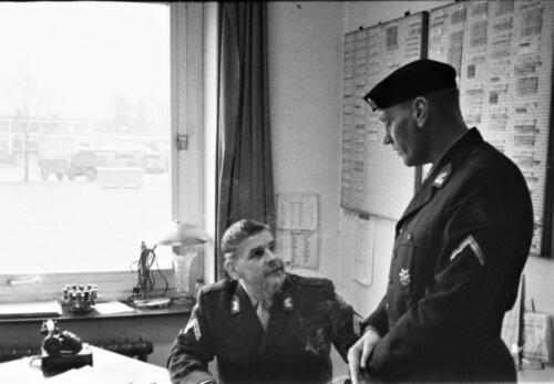 1966-1967 A-Esk 103 Verkbat; Onbekende kaderleden, misschien Wmr I Andre Vork Uit het fotoarchief van Jan Stoffels