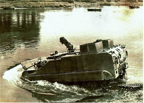 1966 1967 A Esk 103 Eskadron Kwinten Vaaroefeningen en rivieroversteek 1