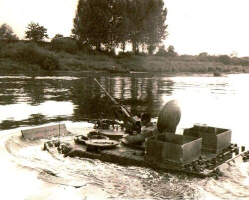 1966 1967 A Esk 103 Eskadron Kwinten Vaaroefeningen en rivieroversteek 2