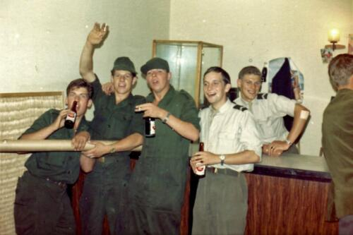 1966 - 1967 A-Esk 103; Huzarenleven na de dienst (4)