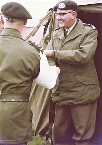 1966 1967 A Esk 103 Verkbat Hoog bezoek bij de voorbereidingen vaaroefening 1
