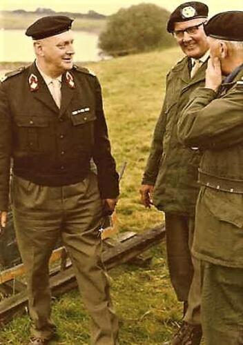 1966 1967 A Esk 103 Verkbat Hoog bezoek bij de voorbereidingen vaaroefening 2