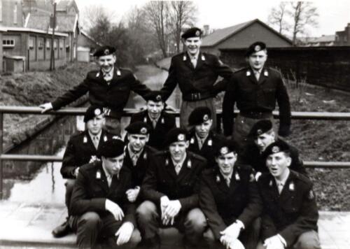 1966 - 1967 Peloton van het A-Esk Kwinten 103 Verkbat; Opname vanuit de Willem III kaz. te A'foort