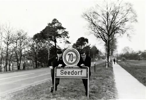 1967 02 B esk 103 Verkbat li 66 5 Bij het bord Seedorf Inz. Harrij C. Cannoo
