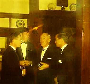 1967 12 A Esk 103 Verkbat Afscheidsdiner BC Tlnts Meeder en Reitsma Lkol Bos en Elnt H. Nix