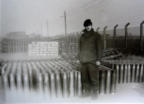 1967 1968 A Esk 103 Verkbat Inz. Kpl I TS Eugene Swarts heeft munitiecorvee
