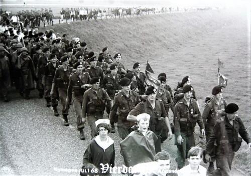 1967 1968 A Esk 103 Verkbat Vierdaagse Inz. Kpl I TS Eugene Swarts li 66 6 1