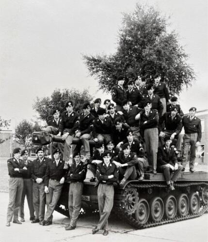 1967 1968 A Esk 103 Verkbat X. Pelotonsfoto o.a. staand 3e v li Wmr Ap v Venetien. Inz. Kpl I TS lichting 66 6 Eugene Swarts