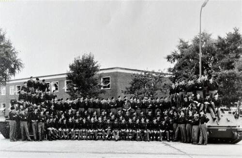 1967 1968 A Esk 103 Verkbat Y. Eskadronsfoto o.a Re Wmr Kim Owi Brunschot Wmr Raatgever. Midden Ritm Schouten en Lnt Nix.Li Wmr Venetien. Inz. Eugene Swarts