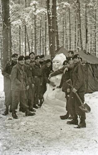 1968 1969 A Esk 103 Verkbat Bivak Entre Nous onder winterse omstandigheden. inz. Aad Gordijn 11