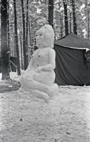1968 1969 A Esk 103 Verkbat Bivak Entre Nous onder winterse omstandigheden. inz. Aad Gordijn 16