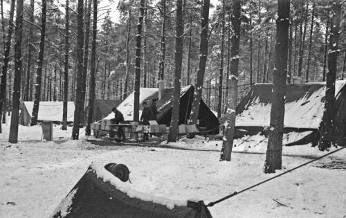 1968 1969 A Esk 103 Verkbat Bivak Entre Nous onder winterse omstandigheden. inz. Aad Gordijn 18