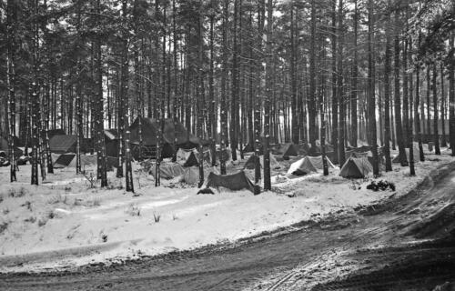 1968 1969 A Esk 103 Verkbat Bivak Entre Nous onder winterse omstandigheden. inz. Aad Gordijn 20