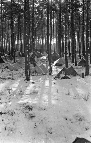 1968 1969 A Esk 103 Verkbat Bivak Entre Nous onder winterse omstandigheden. inz. Aad Gordijn 28