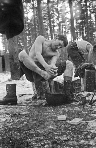 1968 1969 A Esk 103 Verkbat Bivak Entre Nous onder winterse omstandigheden. inz. Aad Gordijn 3