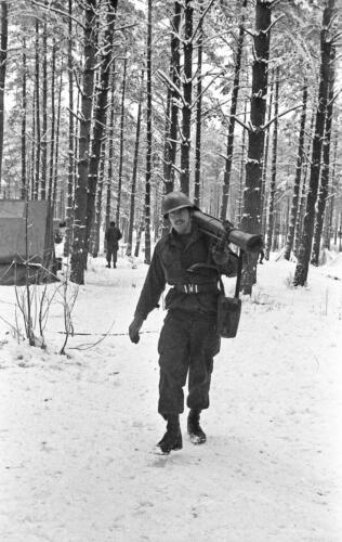 1968 1969 A Esk 103 Verkbat Bivak Entre Nous onder winterse omstandigheden. inz. Aad Gordijn 4