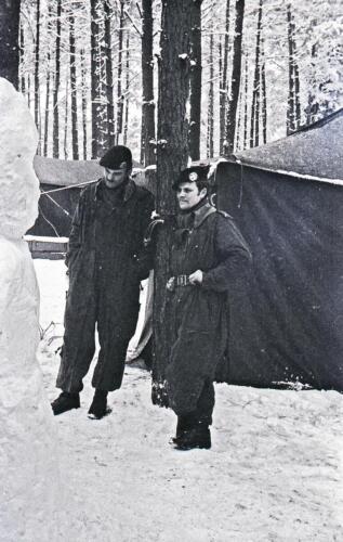 1968 1969 A Esk 103 Verkbat Bivak Entre Nous onder winterse omstandigheden. inz. Aad Gordijn 5