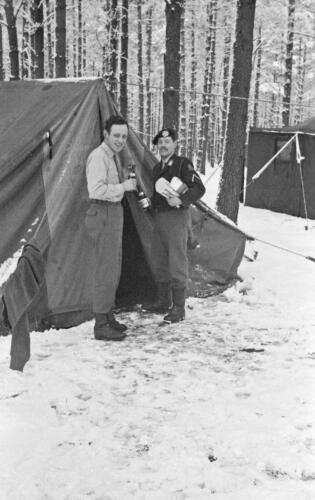 1968 1969 A Esk 103 Verkbat Bivak Entre Nous onder winterse omstandigheden. inz. Aad Gordijn 9