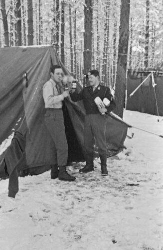 1968 1969 A Esk 103 Verkbat Winters bivak zie tekst 2 inz. Aad Gordijn