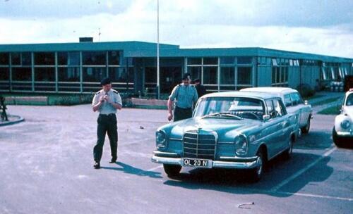 1969 06 26 B Esk 103 Verkbat Wmrs I Zwier Heuver li bij zijn nieuwe Mercedes en re Ton Numan