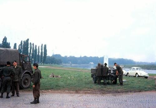 1969 09 01 B Esk 103 Verkbat Oefening Wesersprong Owi Riedijk bij de keukenwagen