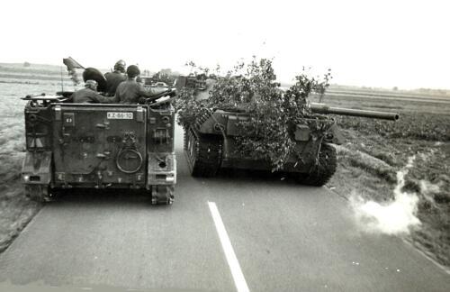 1969 09 B Esk 103 Verkbat Oefening Horizon bij Hessisch Oldendorf. Doorschrijding van een Duitse Leop eenheid