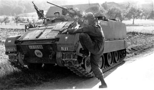1969 09 B Esk 1e pel 103 Verkbat Oef Horizon B11 met Wmr Kuijpers klaar voor verkenning