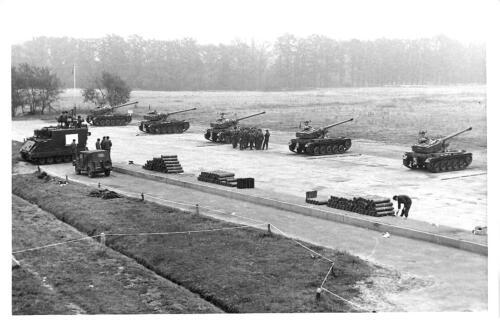 1969 10 23 B Esk 103 Verkbat Schietserie Hohne 5x AMX 13 en 1x M577 inz Hans Kuijpers