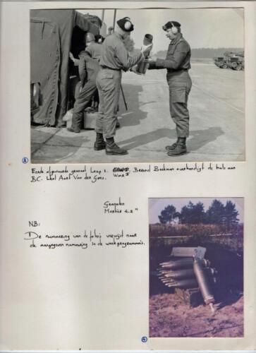 1969-1970 B-esk 103 Verkbat; Wmr I Berend Beekman overhandigd de 1e huls van de Leop I aan BC Lkol vd Goes