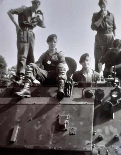 1969 1970 A Esk 103 Verkbat Opl. omg Spakenburg. V.l.n.r. onb BentveldAd van den Berg Tuinstra onb Inz. Ad v d Berg kopie
