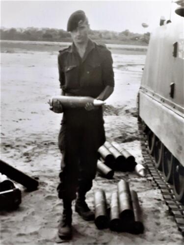 1969 A Esk 69 3 103 Verkbat Mortierschieten in Oldenbroek. Afgebeeld Inzender Ad van den Berg kopie kopie kopie kopie kopie