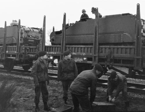 1966-1967 A-Esk 103 Verkbat; Trein laden of ontladen. Uit het fotoarchief van Jan Stoffels  (6)