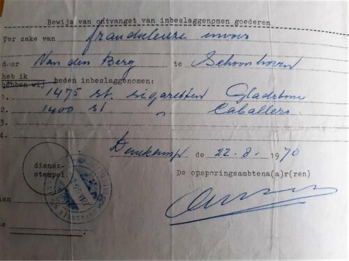 1970 08 22 A Esk 103 Verkbat Douanecontrole Denekamp Frauduleuze invoer. Inbeslagname 14 sloffen Inz. Ad van den Berg