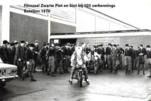1970 12 05 SSV Esk 103 Verkbat Sinterklaas en Zwarte Piet op de motor Inz. Peter Haans