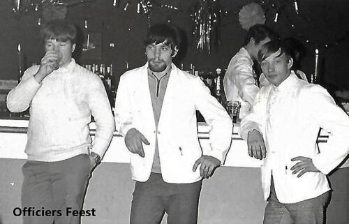 1970 1971 SSV Esk 103 Verkbat Hofmeesters tijdens een feest in de officiersmess. Inz. Peter Haans